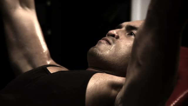 vídeos y material grabado en eventos de stock de levantamiento de pesas - entrenamiento con pesas