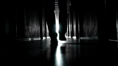 vídeos de stock e filmes b-roll de luz e brilho - escuro