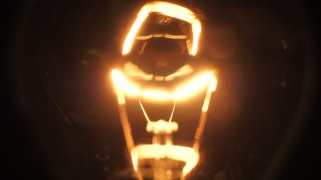 vídeos de stock e filmes b-roll de light bulb - circular economy