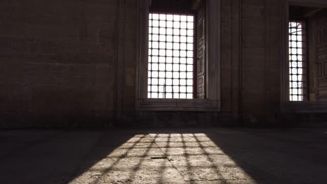 ljus som kommer genom fönstret selimiye mosque, edirne, turkiet - moské bildbanksvideor och videomaterial från bakom kulisserna