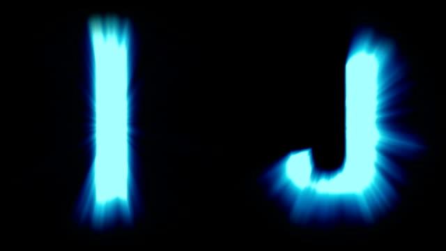 licht buchstaben i und j - kaltes blaues licht - starke schimmernd und intensive flackernde animationsschleife - isoliert - dekorative kunst stock-videos und b-roll-filmmaterial