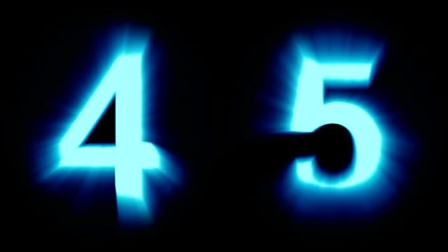 leichte nummern 4 und 5 - kaltes blaues licht - flackern schimmernde animationsschleife - isoliert - dekorative kunst stock-videos und b-roll-filmmaterial