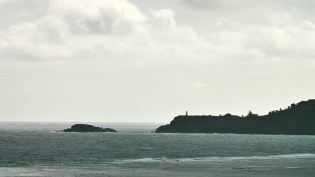 fyren längs mörka klippiga kusten hög kontrast biokänsla - kontrastrik bildbanksvideor och videomaterial från bakom kulisserna