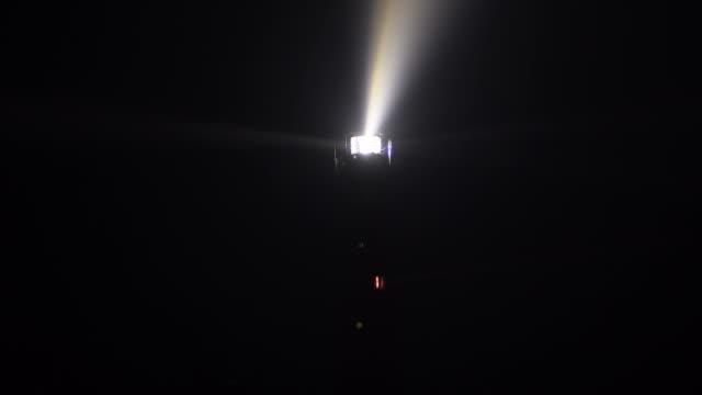 stockvideo's en b-roll-footage met vuurtoren op het eiland van schiermonnikoog in de nederlandse waddenzee - waarschuwingssignaal
