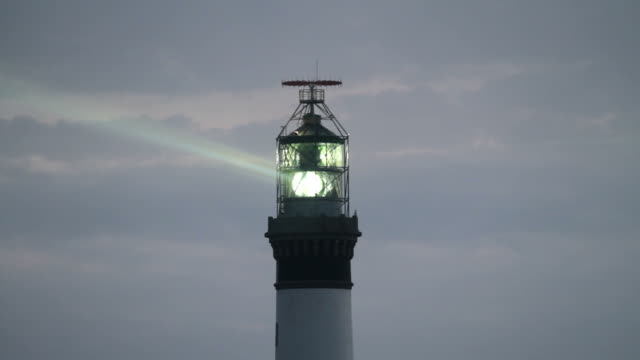 leuchtturm beleuchtet - leuchtturm stock-videos und b-roll-filmmaterial