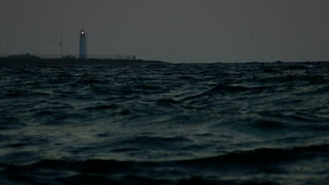 leuchtturm in der nacht - leuchtturm stock-videos und b-roll-filmmaterial