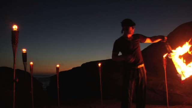 lighting fire snakes - bir orta yetişkin erkek sadece stok videoları ve detay görüntü çekimi