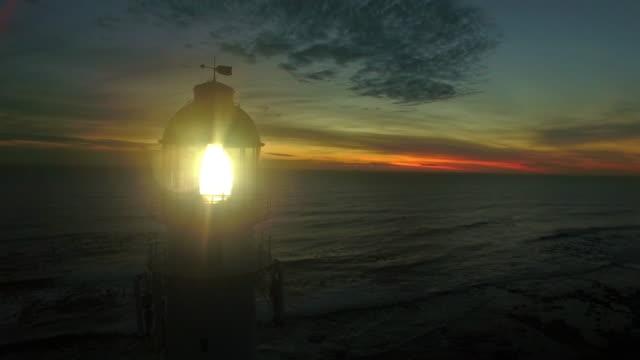 beleuchtung in der dunkelheit - leuchtturm stock-videos und b-roll-filmmaterial