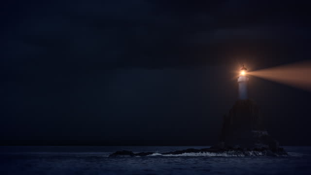 vídeos de stock e filmes b-roll de lightning-farol - torre estrutura construída