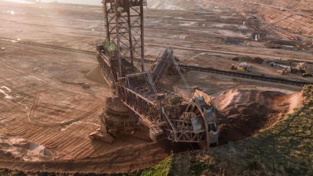 aerial: braunkohlebergwerk - kohletagebau - aerial view soil germany stock-videos und b-roll-filmmaterial