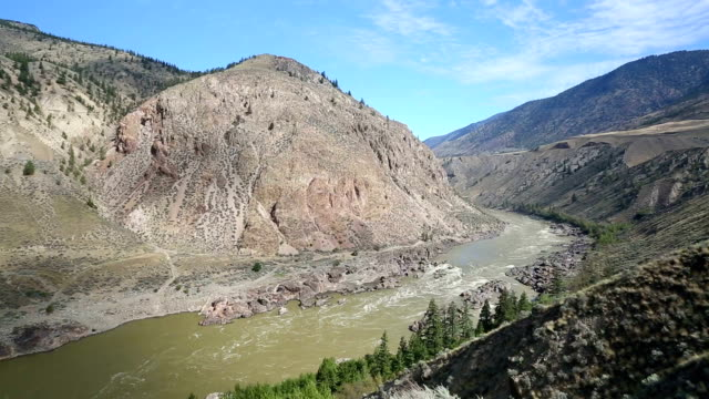 lillooet, formerly cayoosh flat, is a community on the fraser river in british columbia, canada. - fiume fraser video stock e b–roll
