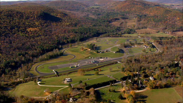 vídeos de stock e filmes b-roll de lime rock park and raceway  - aerial view - connecticut,  litchfield county,  united states - lima