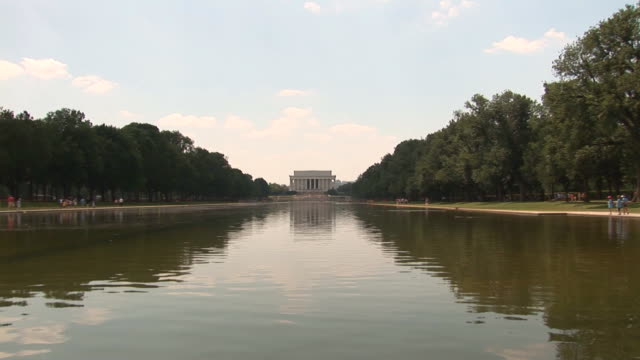 Lincoln Memorial - zoom out fast video