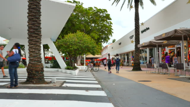 stockvideo's en b-roll-footage met lincoln road miami beach - stabilized shot