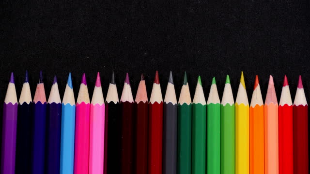linea di matite colorate - matita colorata video stock e b–roll