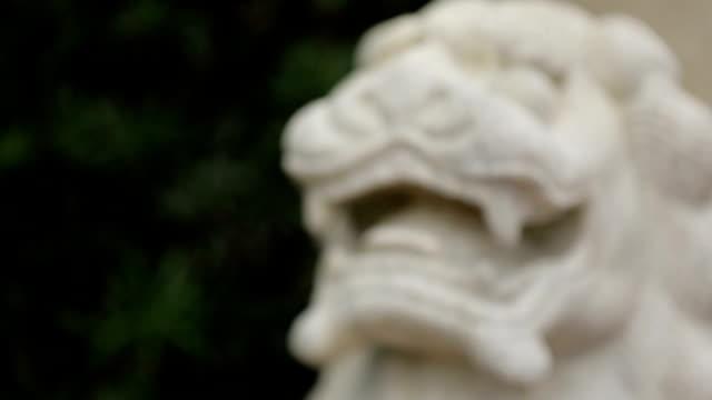 獅子像ラックフォーカス - 竜点の映像素材/bロール