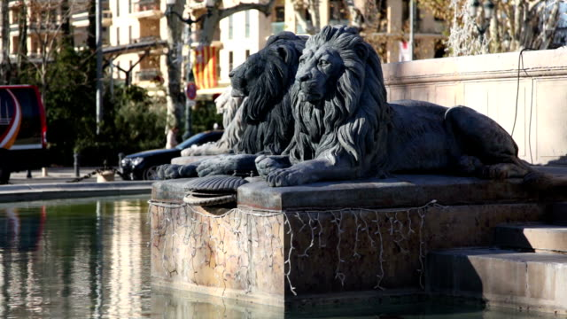 vidéos et rushes de lions de la fontaine de la rotonde, aix-en-provence, france - aix en provence