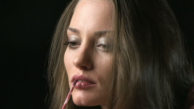 Lip gloss video