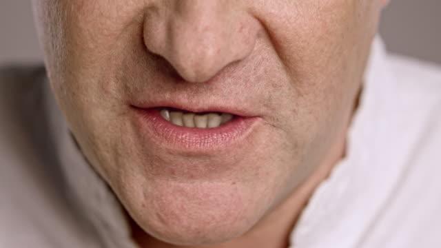 stockvideo's en b-roll-footage met lippen van een boze man van middelbare leeftijd kaukasische - gesprek