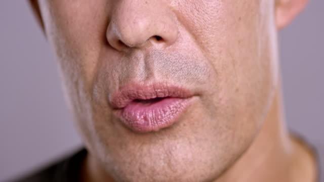 stockvideo's en b-roll-footage met lippen van een aziatische man praten - gesprek