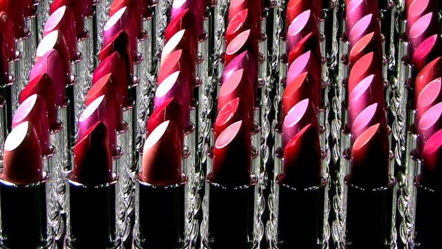 lippenstifte in einer reihe - lippenstift stock-videos und b-roll-filmmaterial