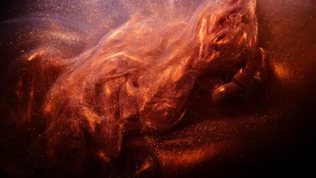 sıvı parlak metalik bronz boya. - sıvı stok videoları ve detay görüntü çekimi
