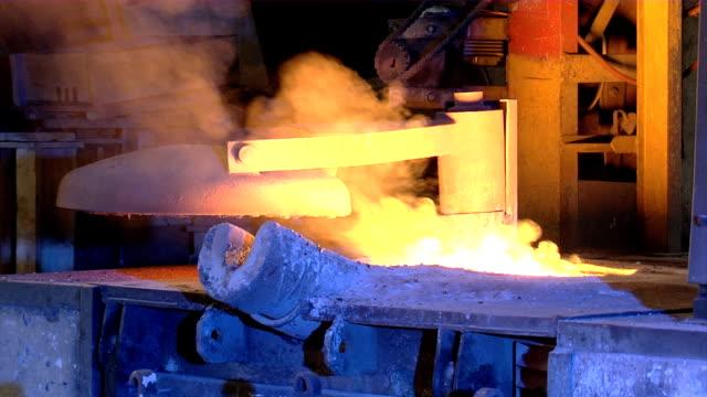 vídeos y material grabado en eventos de stock de metal líquido - sparks