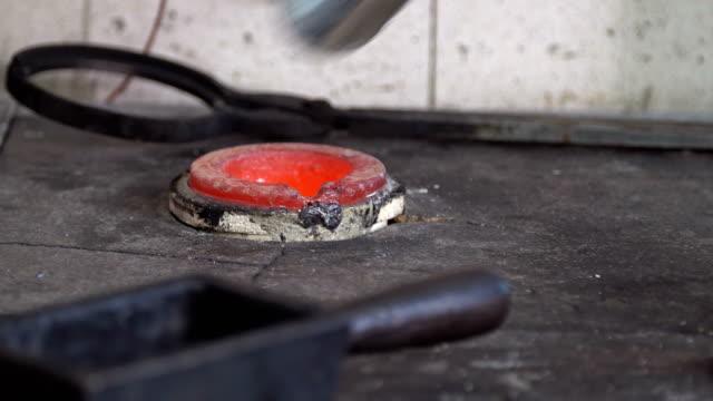 flytande smält stålindustrin - mala bildbanksvideor och videomaterial från bakom kulisserna
