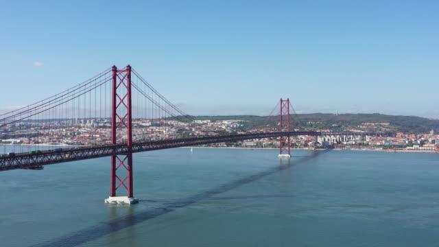 vídeos de stock e filmes b-roll de lisbon bridge, portugal - ponte 25 de abril