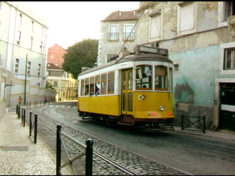 stockvideo's en b-roll-footage met lisbon portugal cable trolly car 1 - portugal