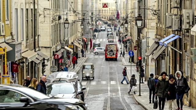 vídeos de stock e filmes b-roll de lisbon street 4k time lapse, portugal - eletrico lisboa