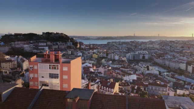 vídeos de stock e filmes b-roll de lisbon/portugal-february 10, 2018.  miraduoro of the lady of mount sunset view 4k - mapa portugal