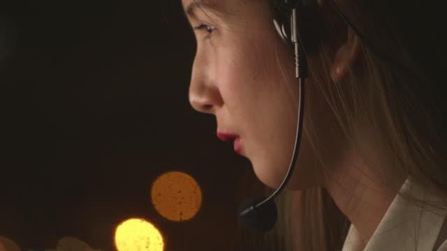 リスニングの問題 - オペレーター 日本人点の映像素材/bロール