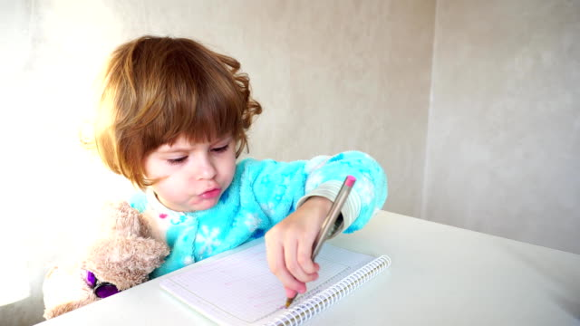 Little american girl with pink pen learns to draw video