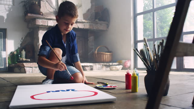 vídeos y material grabado en eventos de stock de little artista - imagen pintada
