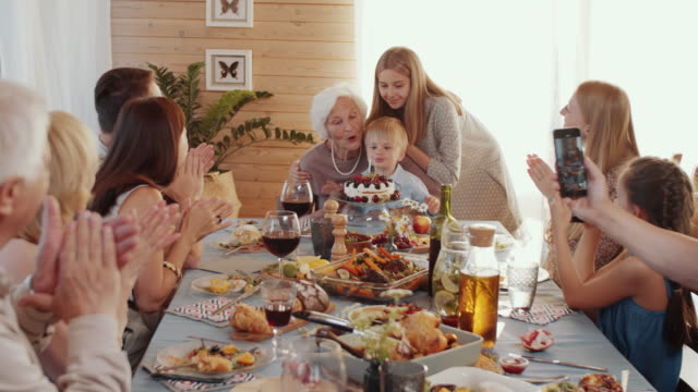 little boy firar födelsedag hemma med familj - birthday celebration looking at phone children bildbanksvideor och videomaterial från bakom kulisserna
