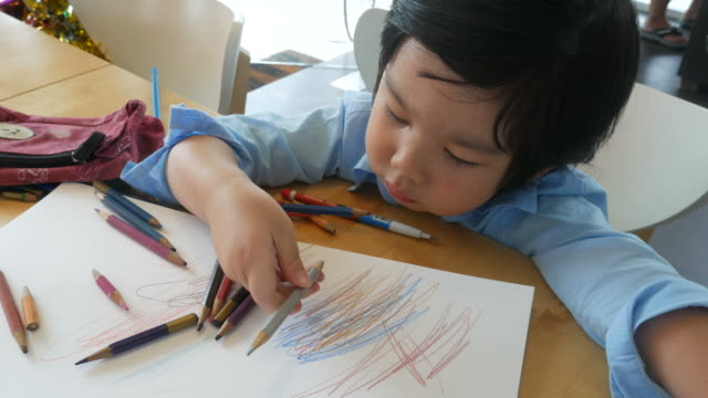少年宿題を ビデオ