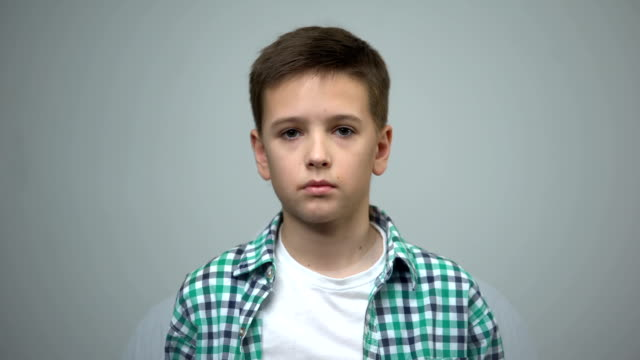 little boy morphing into middle aged and senior man, process of aging, genetics - morphing video stock e b–roll