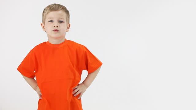 stockvideo's en b-roll-footage met little boy nods approvingly - handen op de heupen