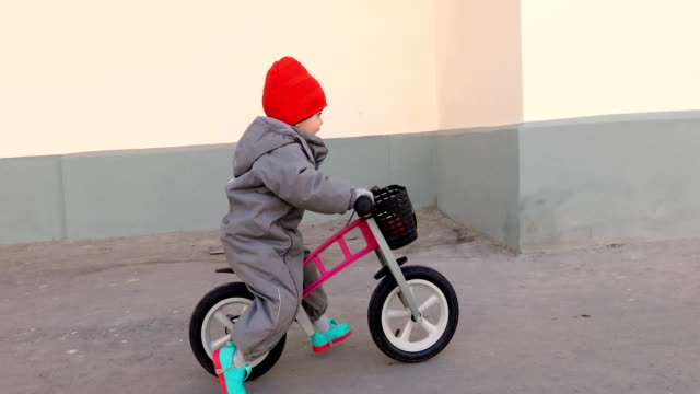Little boy on a bicycle Little boy on a bicycle. Caught in motion, on a driveway. Preschool child's first day on the bike. The joy of movement. Little athlete learns to keep balance while riding a bicycle first occurrence stock videos & royalty-free footage