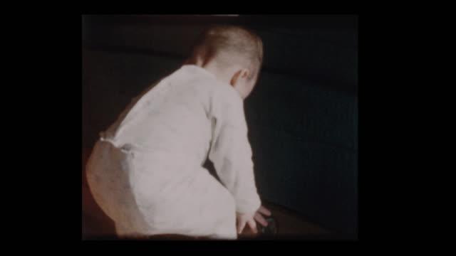 little boy picks up antique camera 1960 - hotel reception filmów i materiałów b-roll