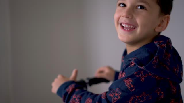 vídeos y material grabado en eventos de stock de little boy jugando en casa - riding scooter - stay home
