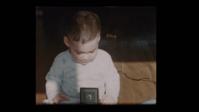 little boy plays with antique camera 1960 - hotel reception filmów i materiałów b-roll