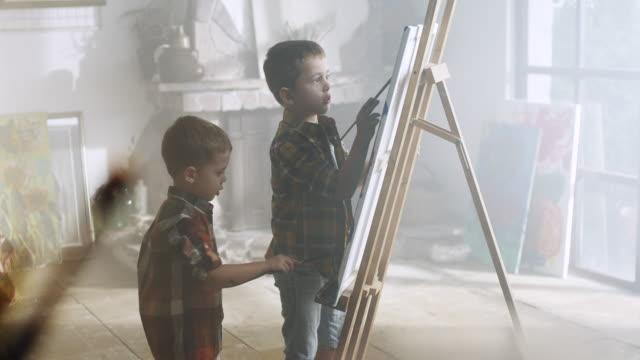 Little boys painting