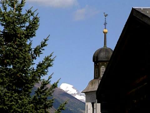 little chapel in switzerland - i̇badet yeri stok videoları ve detay görüntü çekimi