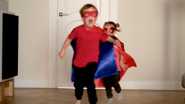 vídeos de stock e filmes b-roll de little children wearing superheroes costumes run to camera - baby super hero
