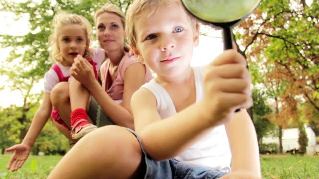 little exploring - förskoleelev bildbanksvideor och videomaterial från bakom kulisserna