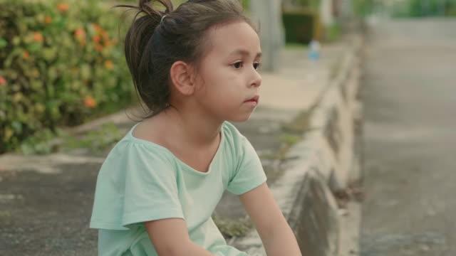 little girl after workout - dziewczyna filmów i materiałów b-roll