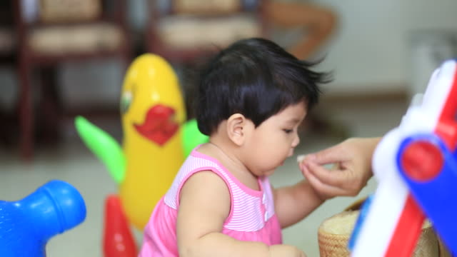 little girl eat rice video