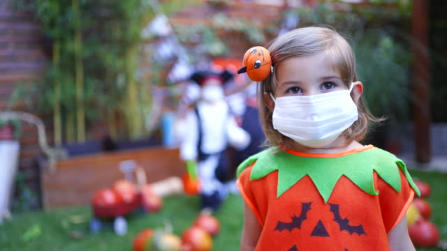 Little girl wearing face mask on Halloween party during Covid-19 pandemic Little girl wearing face mask on Halloween party during Covid-19 pandemic halloween covid stock videos & royalty-free footage